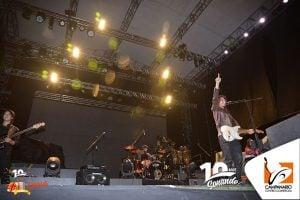 Fotografía de Eduardo Burbano en el escenario del Concierto de aniversario con Andrés Cepeda